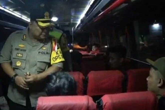 Cegah Massa Ke Jakarta Tni Polri Razia Kendaraan Di: Polisi Razia Kendaraan Gelombang Massa Ke Jakarta